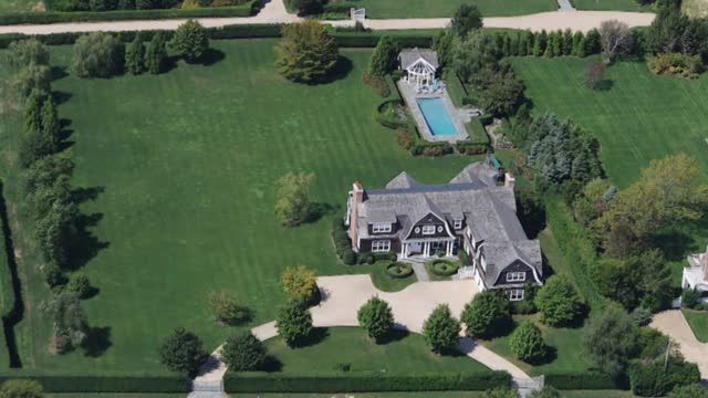 News video: See Jennifer Lopez's New $10m Hamptons Mansion
